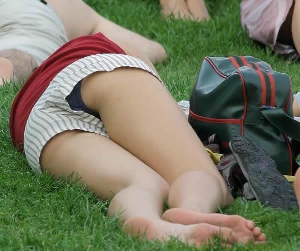 寝転びパンチラ,エロ画像【15】