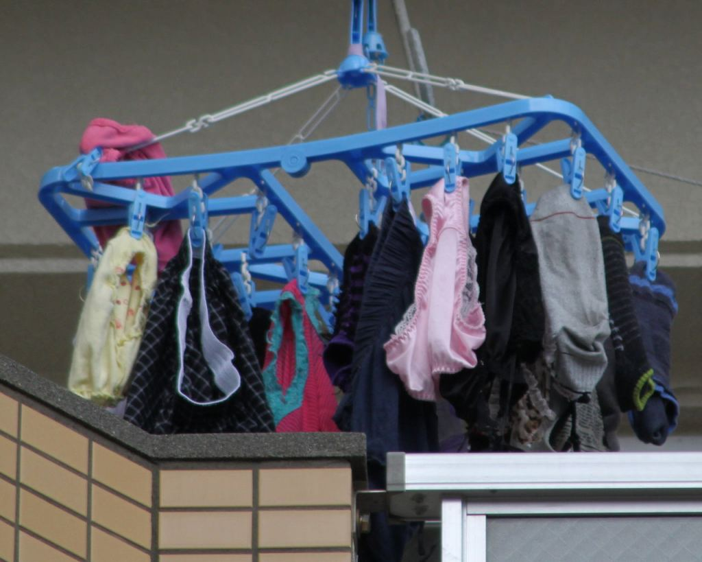 下着フェチ 洗濯物 下着姿 外干し,パンツ,マニア,撮影,民家,洗濯物,盗撮,
