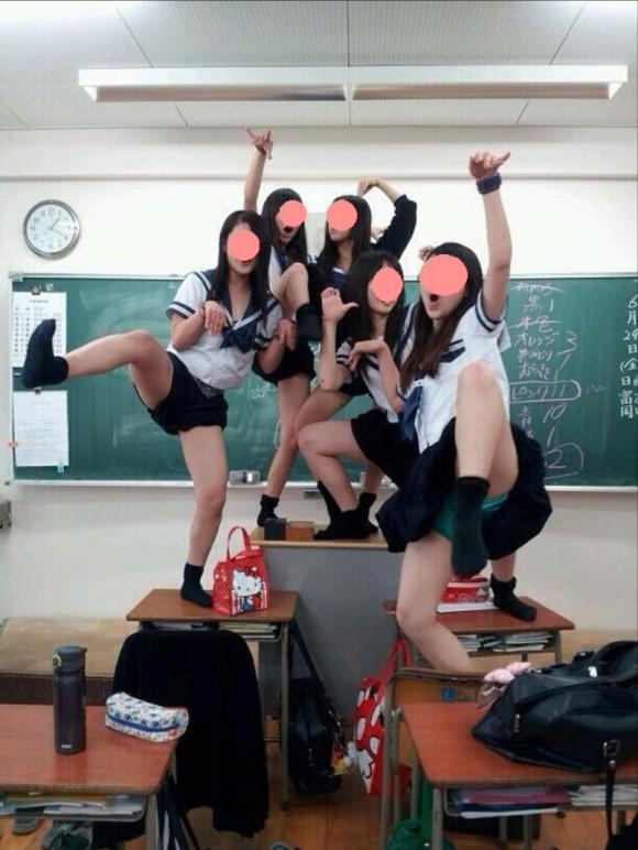 JK,おふざけ,女子高生,パンチラ,エロ画像【7】