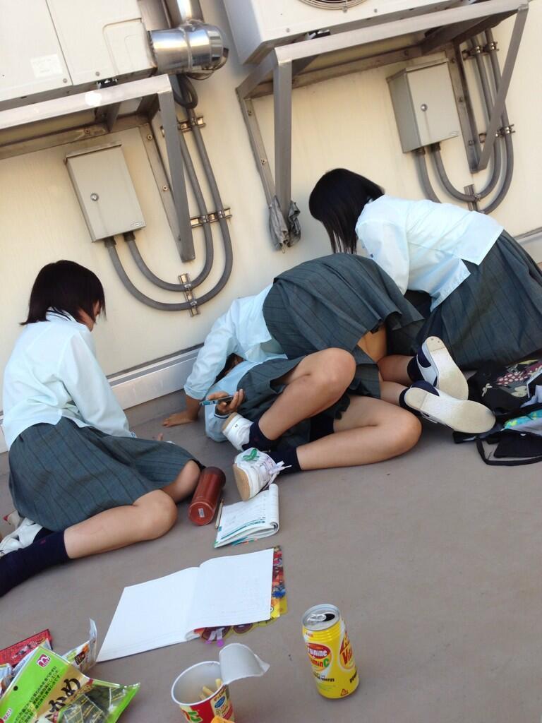 JK,おふざけ,女子高生,パンチラ,エロ画像【31】