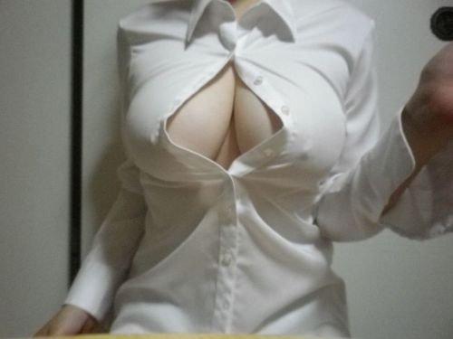 乳首ポチッてる素人の着衣巨乳画像スレ