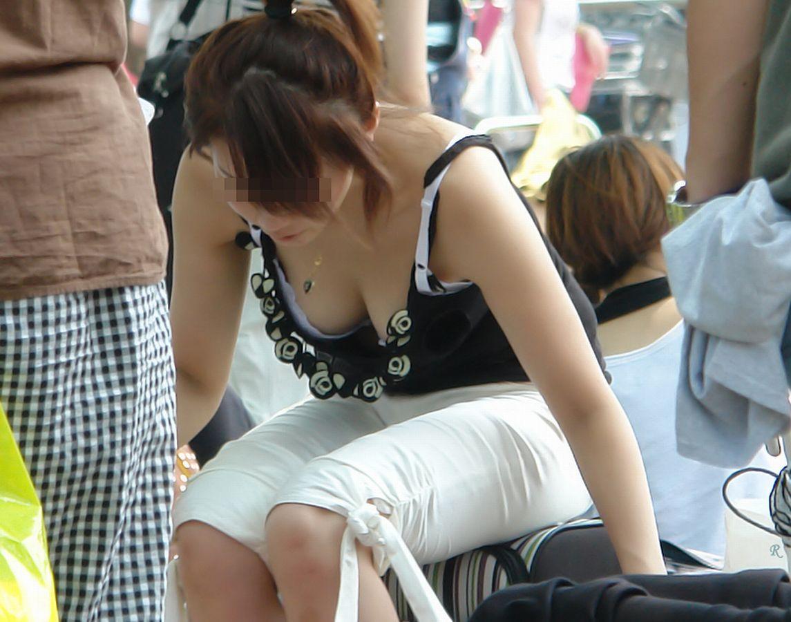 乳首,ブラジャー,胸元,ゆるゆる,胸チラ,エロ画像【4】