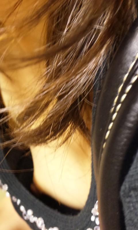 乳首,ブラジャー,胸元,ゆるゆる,胸チラ,エロ画像【7】