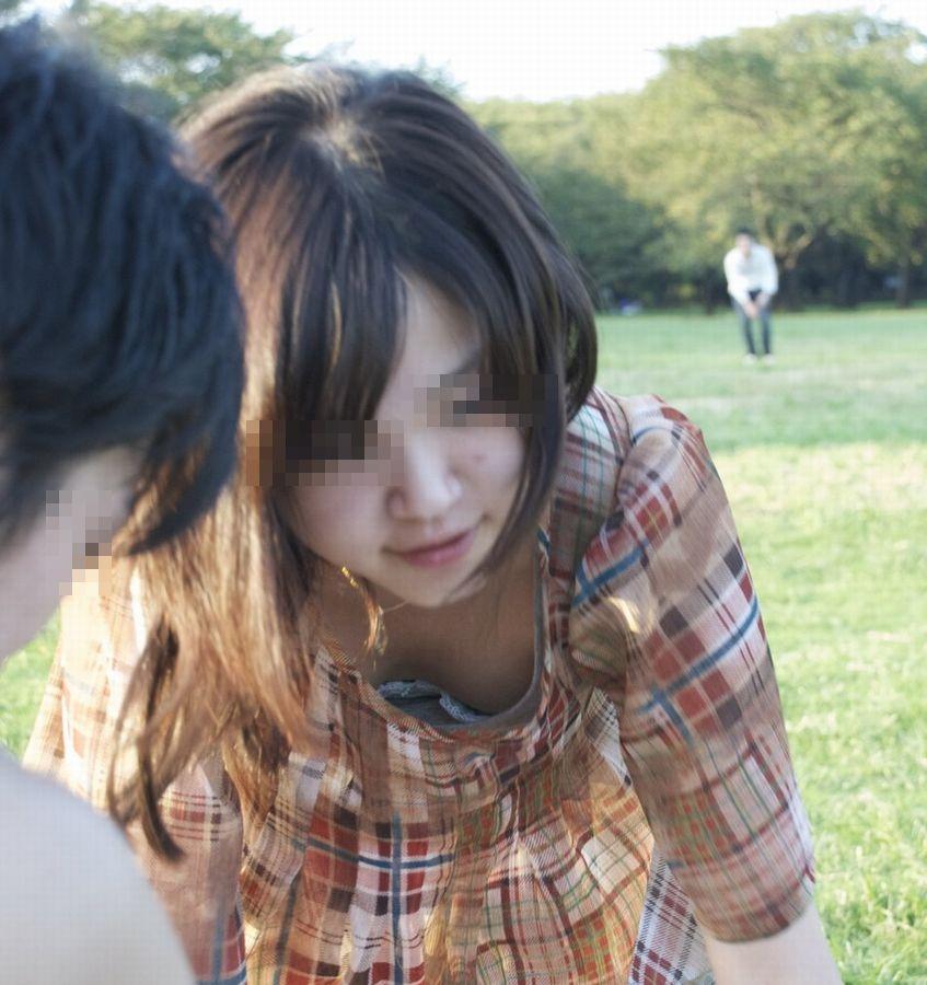 乳首,ブラジャー,胸元,ゆるゆる,胸チラ,エロ画像【45】