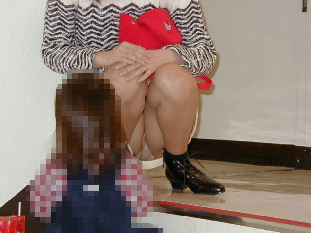 人妻,不倫,子連れ,ママ,パンチラ,エロ画像【2】