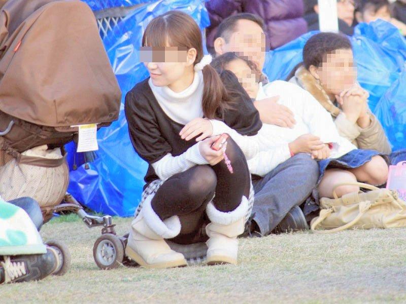 人妻,不倫,子連れ,ママ,パンチラ,エロ画像【22】