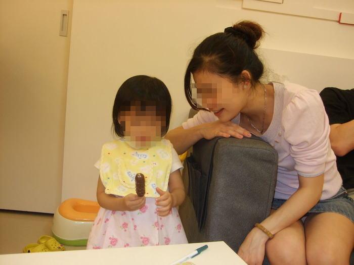 人妻,不倫,子連れ,ママ,パンチラ,エロ画像【44】