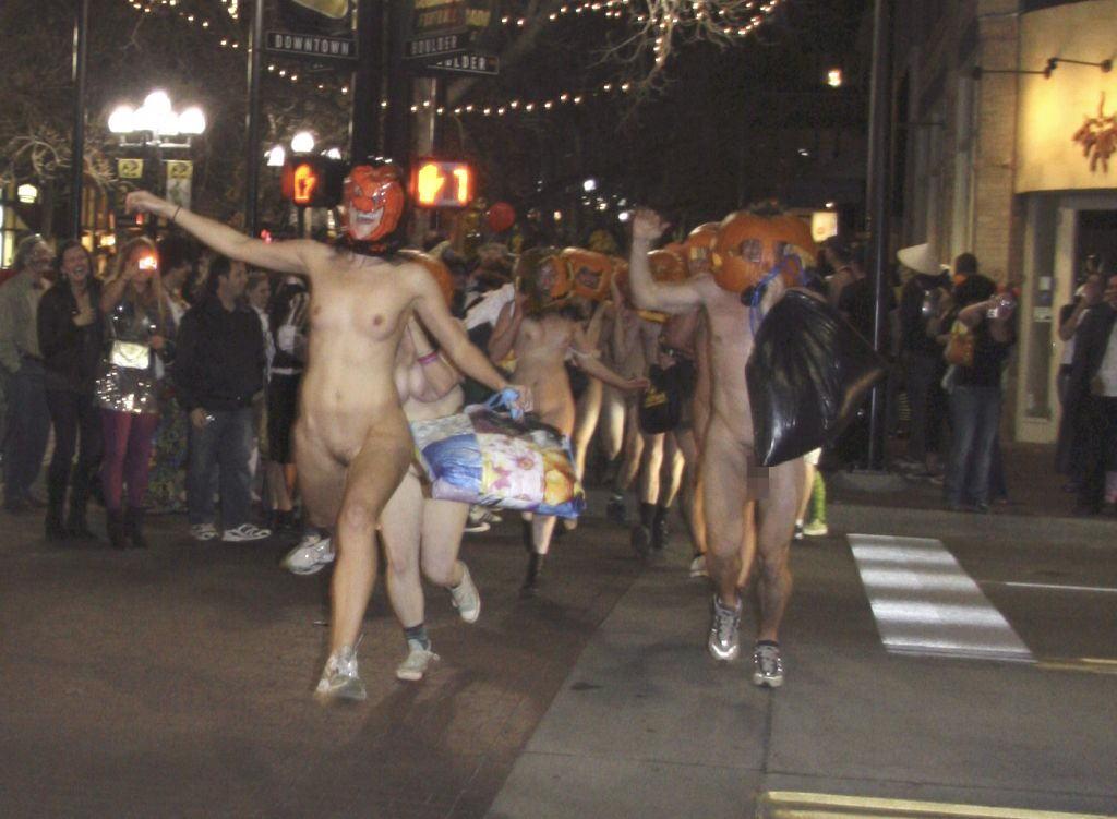 海外のおっぱい祭り画像(※ハロウィン・ワールドカップ・裸サイクリング) 表紙