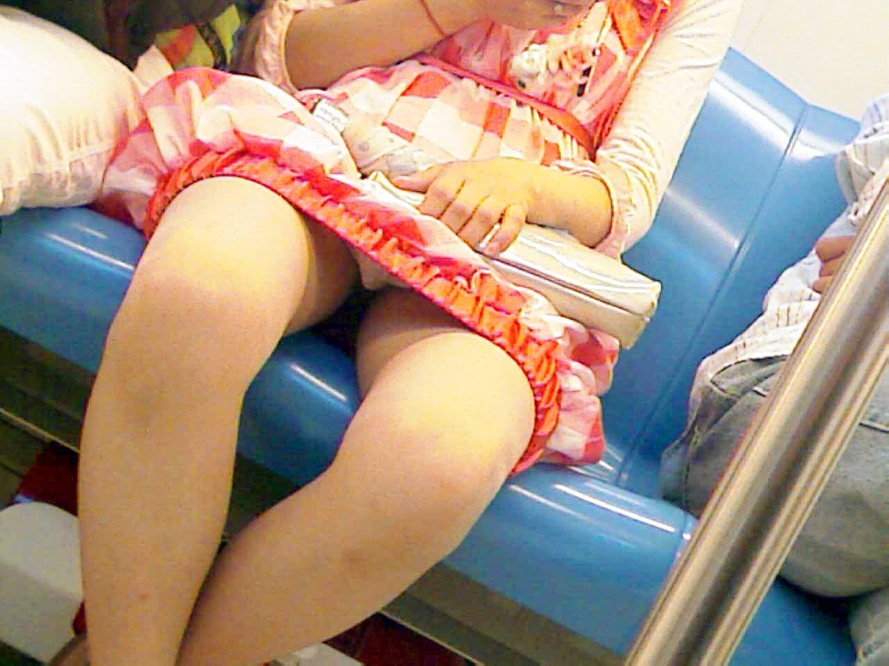 電車,精子,対面,パンチラ,エロ画像【25】