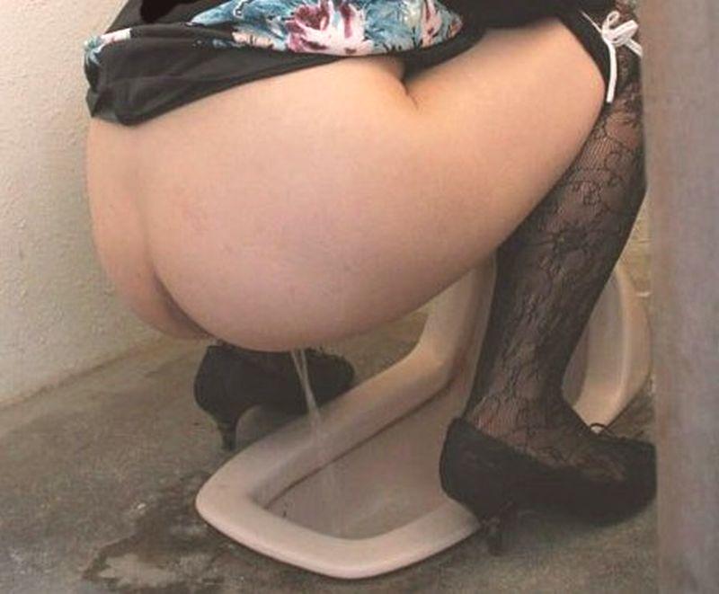 おしっこ,シャーッ,激しい,放尿,エロ画像【9】