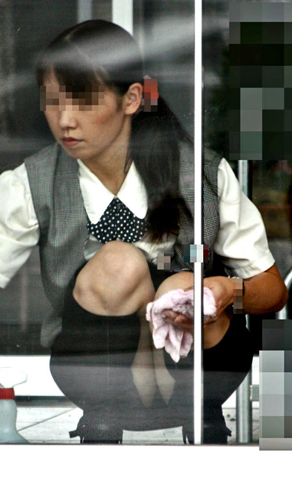 しゃがむ,パンツ,パンチラ,タイト,スケベ,OL,エロ画像【9】