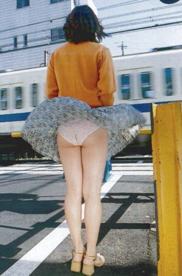 ラッキー,パンツ,風パンチラ,エロ画像【22】