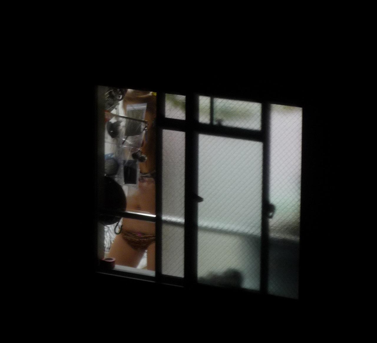 民家 窓 盗撮