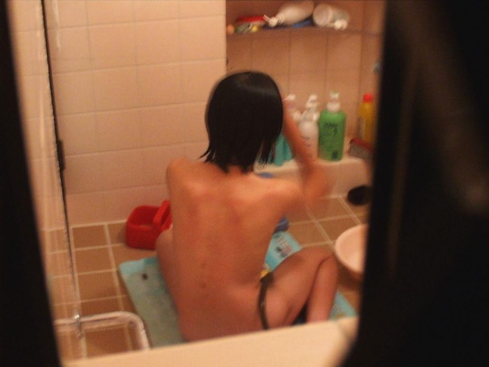入浴中の素人激写!風呂場限定民家盗撮エロ画像 表紙