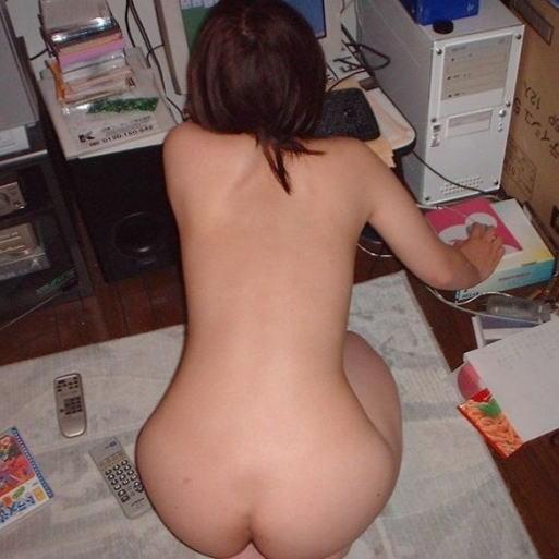 家庭内で撮影した嫁さんの体って他人から見るとエロイよな・・・