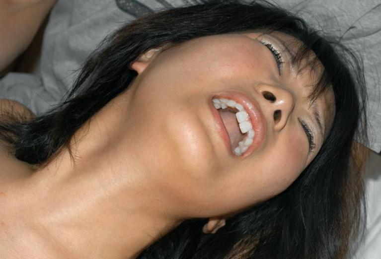 気持ち良いのを全く我慢していない女性の顔面ドスケベ画像