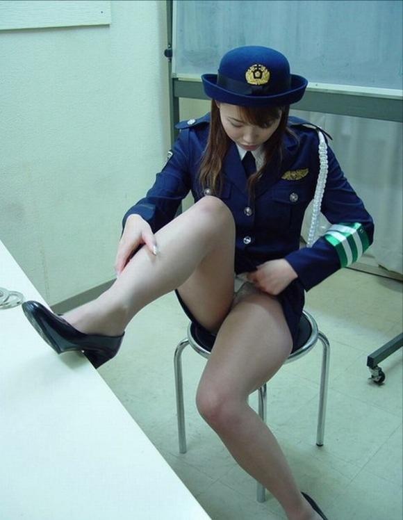 女性警察官 エロ画像