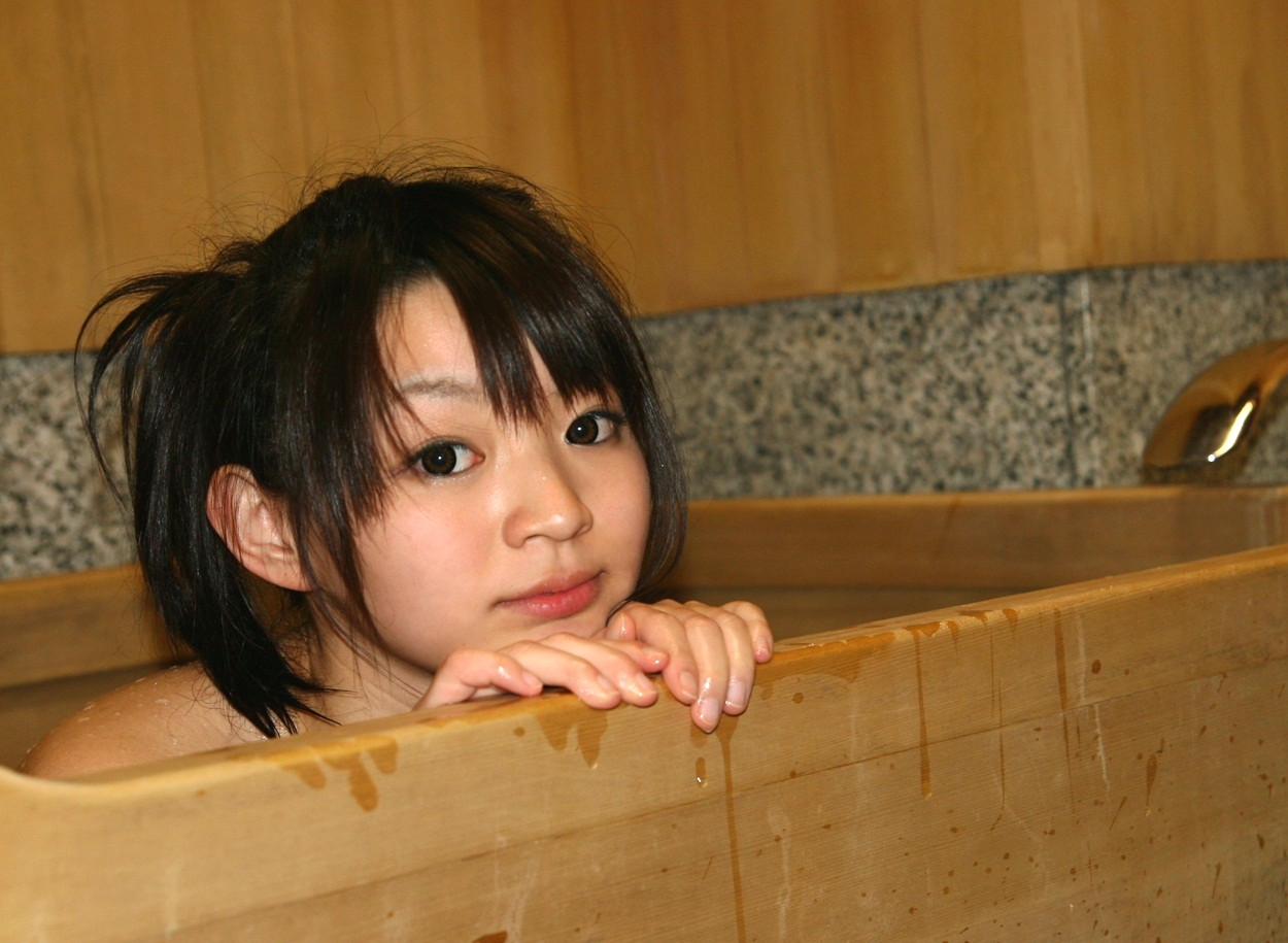 ふるいにかけた美女の入浴エロ画像