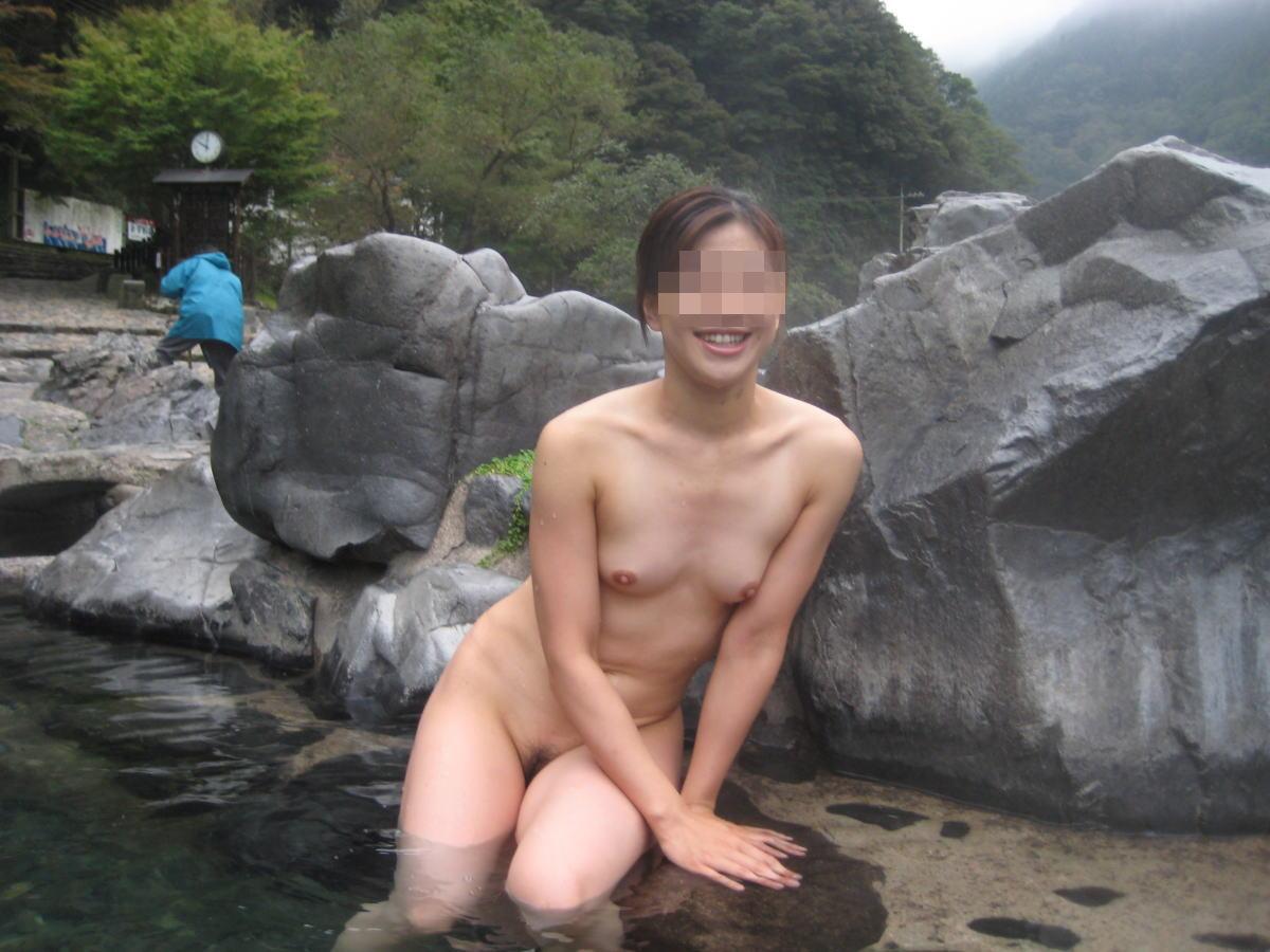 素人混浴露天風呂エロ画像!「知らない男女が一緒に温泉入るって問題無しなの??」【4】