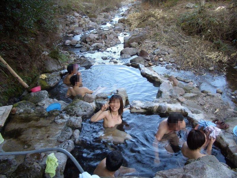 素人混浴露天風呂エロ画像!「知らない男女が一緒に温泉入るって問題無しなの??」