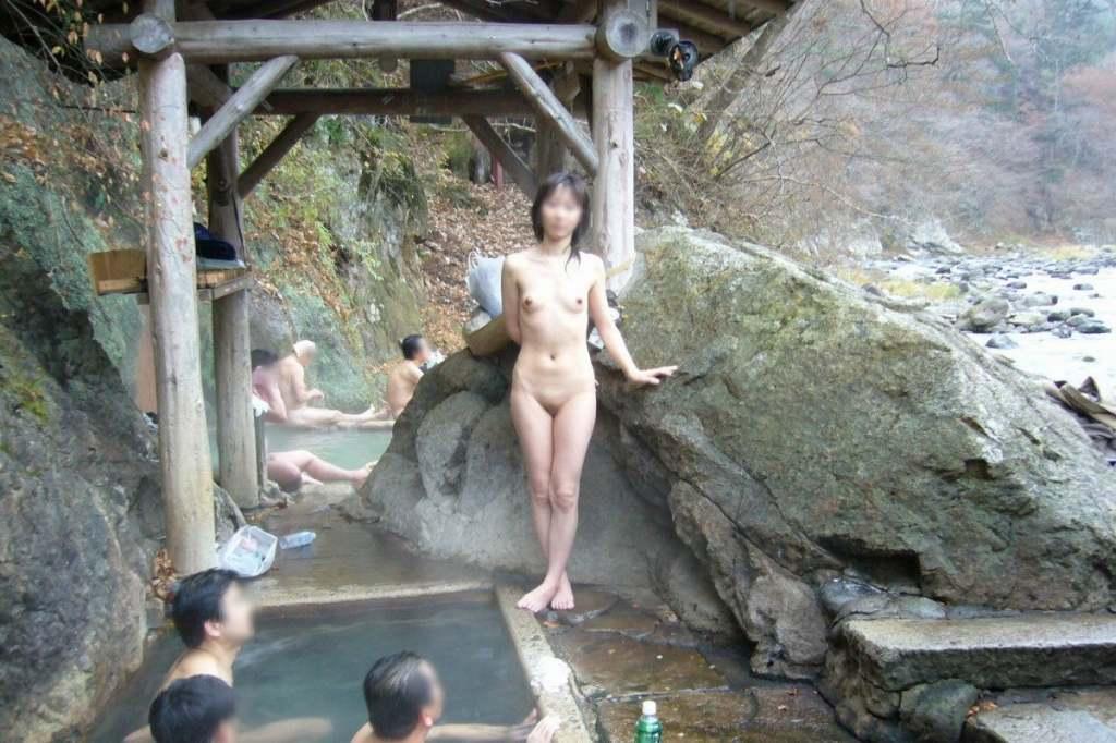 素人混浴露天風呂エロ画像!「知らない男女が一緒に温泉入るって問題無しなの??」【14】