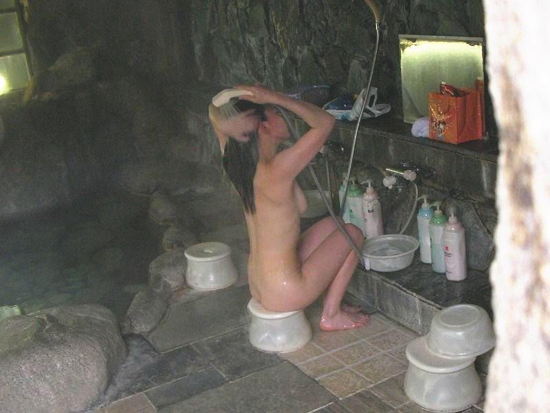 【洗顔洗髪エロ画像】入浴中の最も無防備な瞬間を盗撮!!!【4】