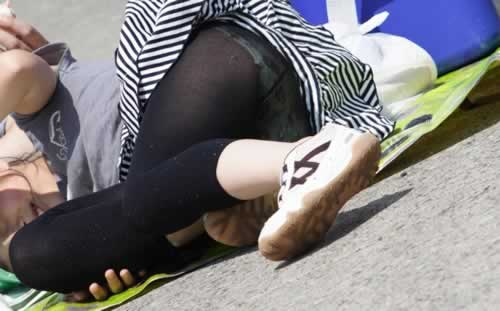 黒タイツ・レギンス透けパンチラ画像