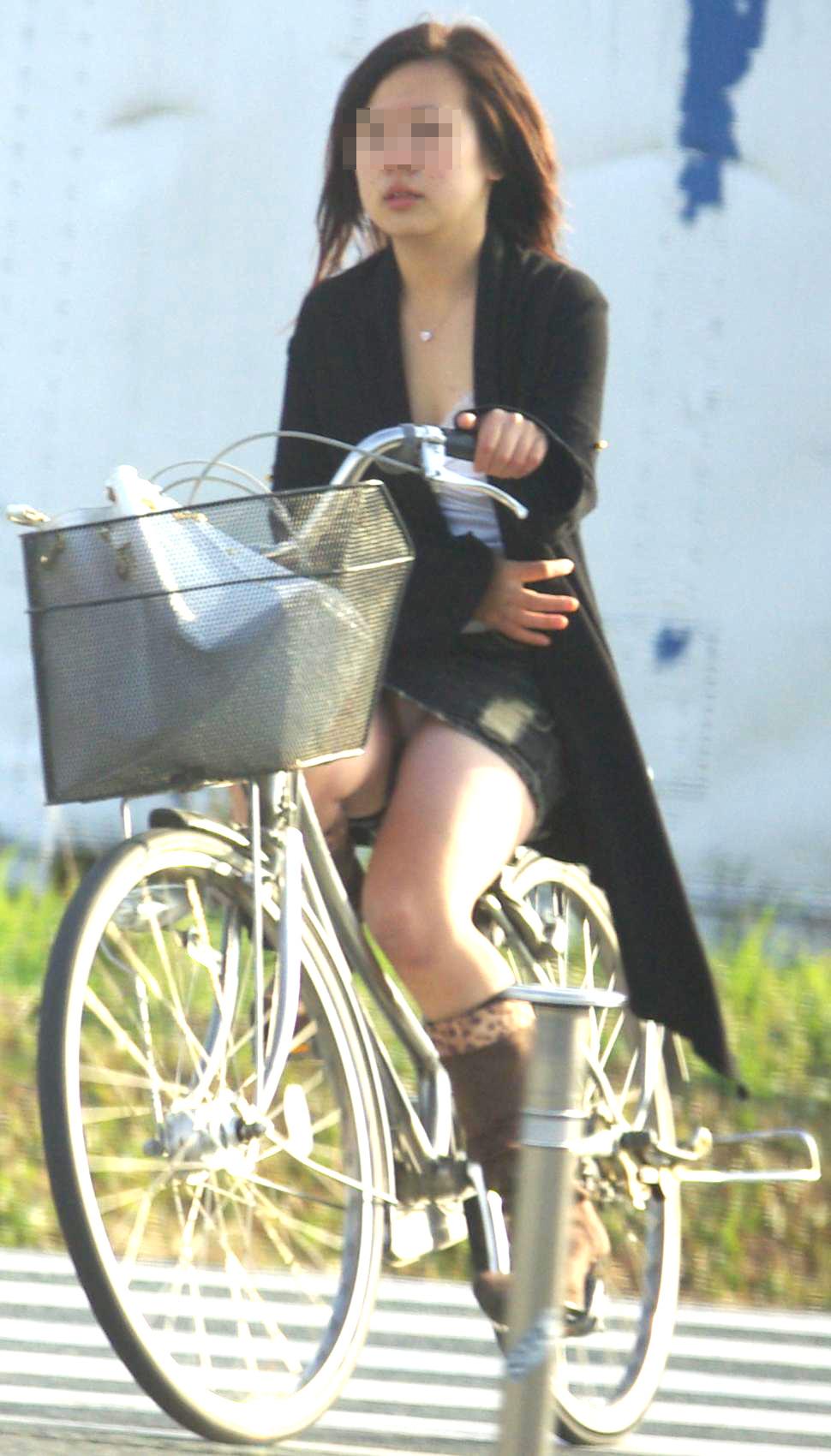 自転車パンチラエロ画像!パンツ一枚事故のもと!マジで!【3】