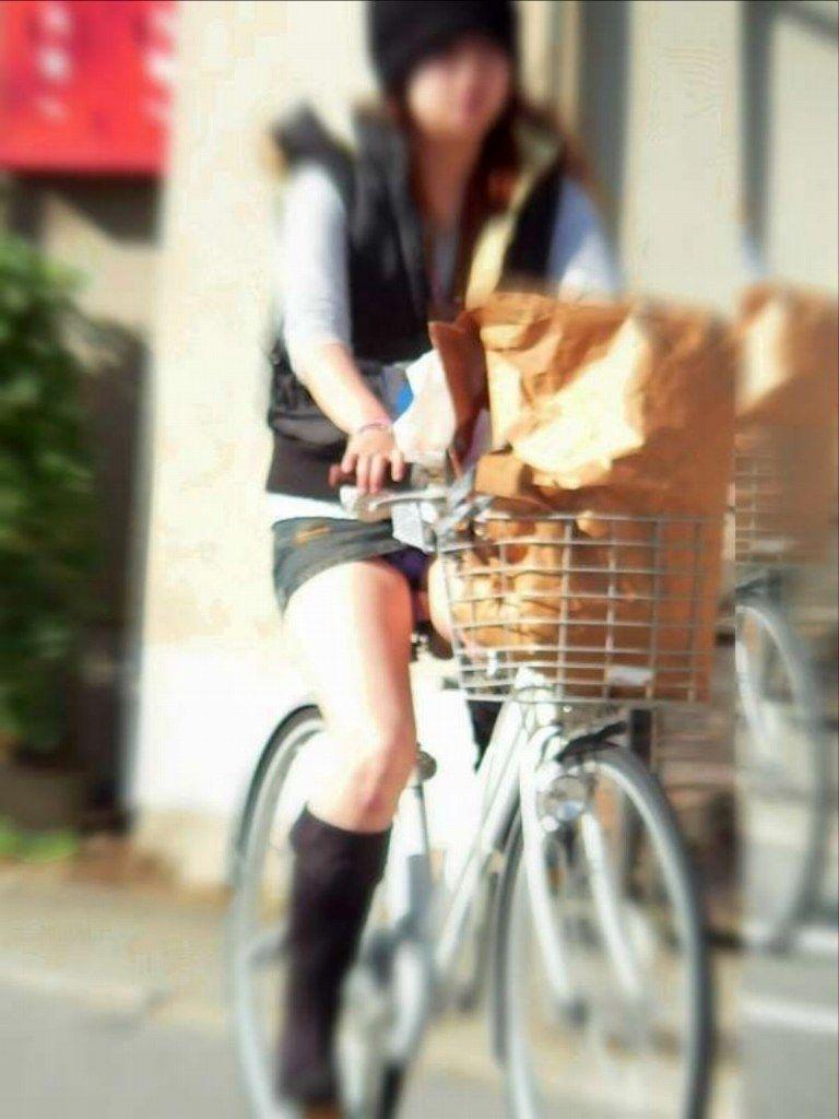 自転車パンチラエロ画像!パンツ一枚事故のもと!マジで!【6】