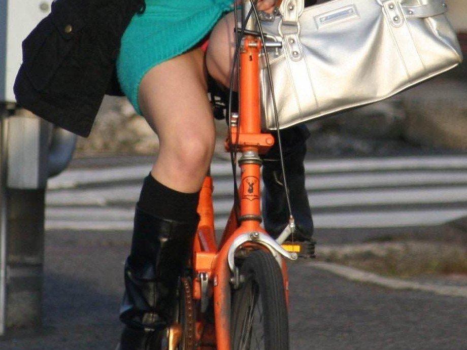 自転車パンチラエロ画像!パンツ一枚事故のもと!マジで!【7】