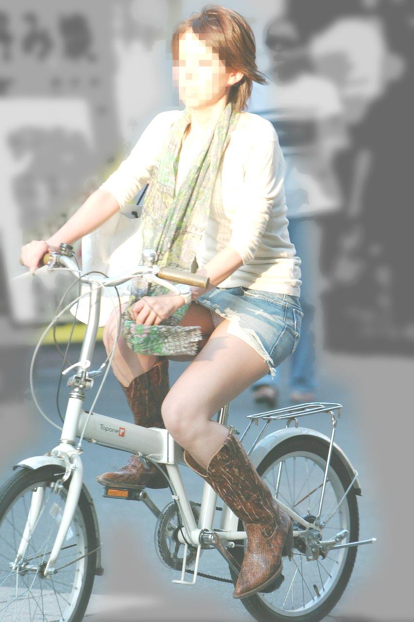 自転車パンチラエロ画像!パンツ一枚事故のもと!マジで!【8】