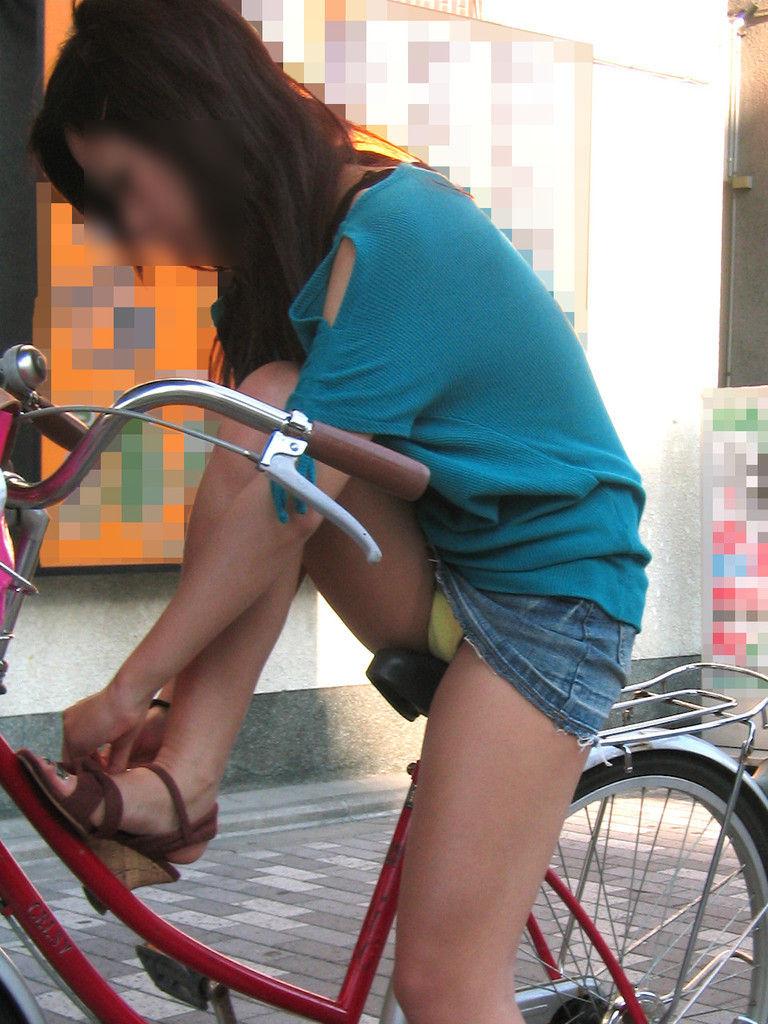 自転車パンチラエロ画像!パンツ一枚事故のもと!マジで!【11】