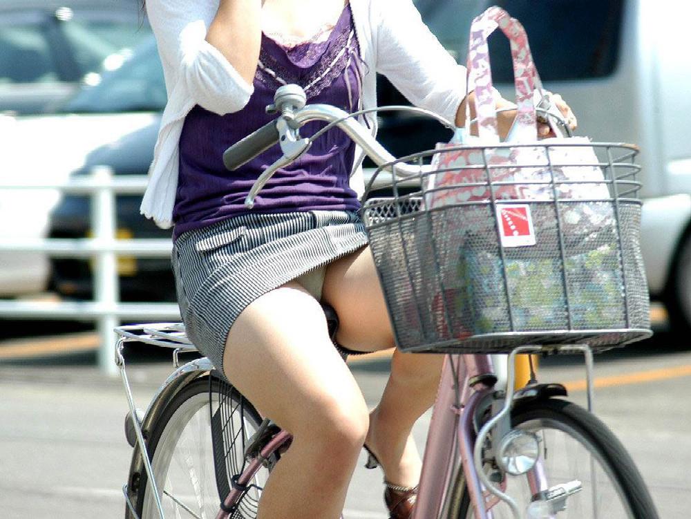 自転車パンチラエロ画像!パンツ一枚事故のもと!マジで!【13】