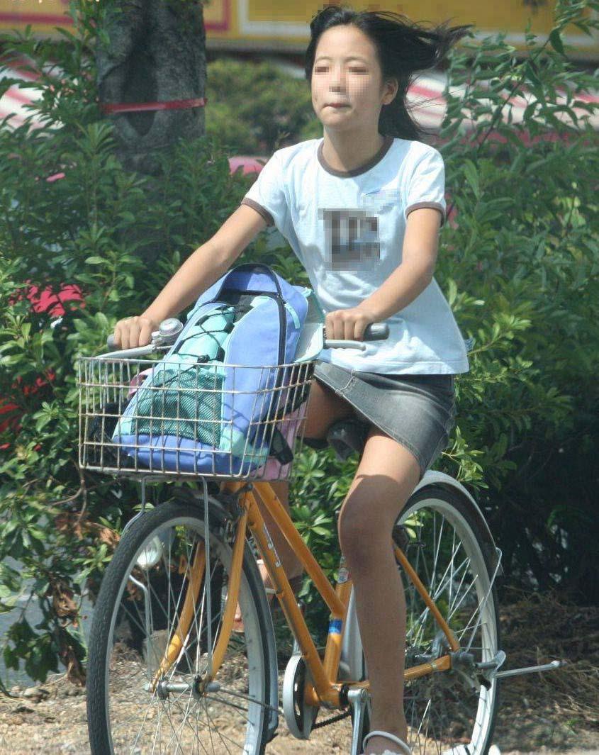 自転車パンチラエロ画像!パンツ一枚事故のもと!マジで!【16】