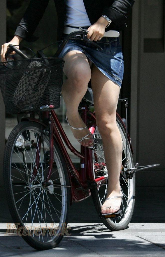 自転車パンチラエロ画像!パンツ一枚事故のもと!マジで!【17】