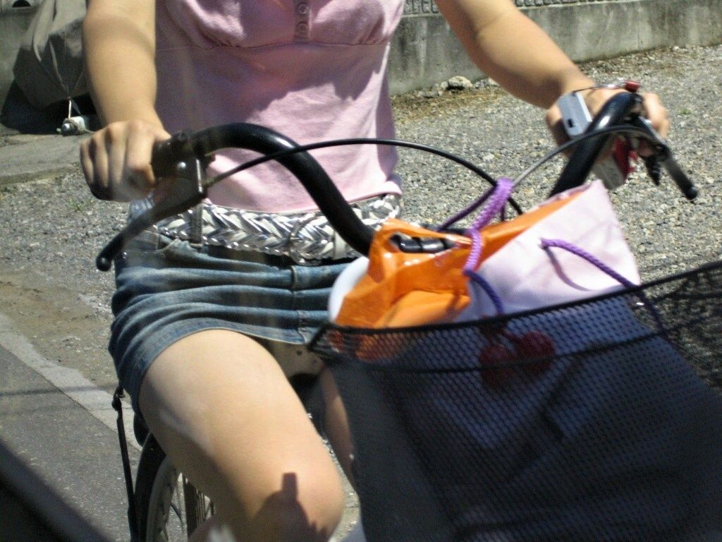 自転車パンチラエロ画像!パンツ一枚事故のもと!マジで!【18】