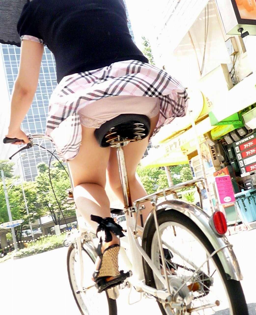自転車パンチラエロ画像!パンツ一枚事故のもと!マジで!【22】