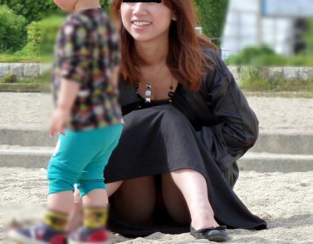 友人ママ 盗撮投稿 【ママのパンツ30枚】パンチラ画像に関しては子育て中の親が