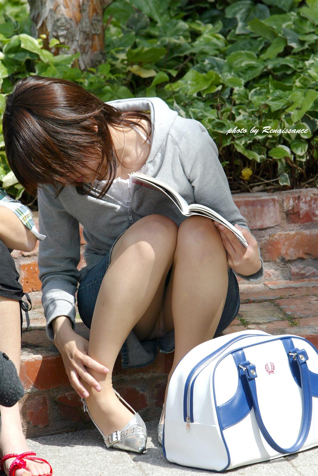 【無防備】股間ガラ空き!座りパンチラエロ画像【21】
