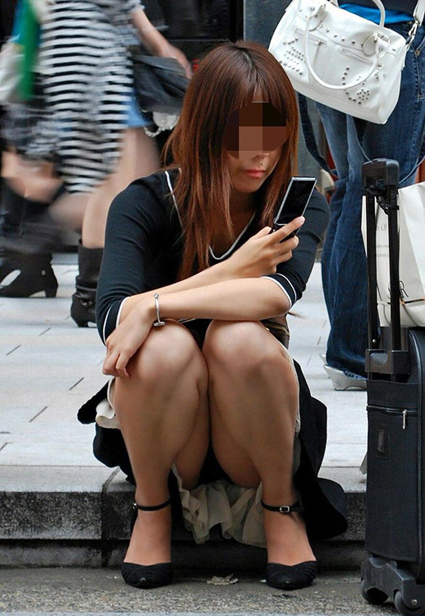 【無防備】股間ガラ空き!座りパンチラエロ画像【24】