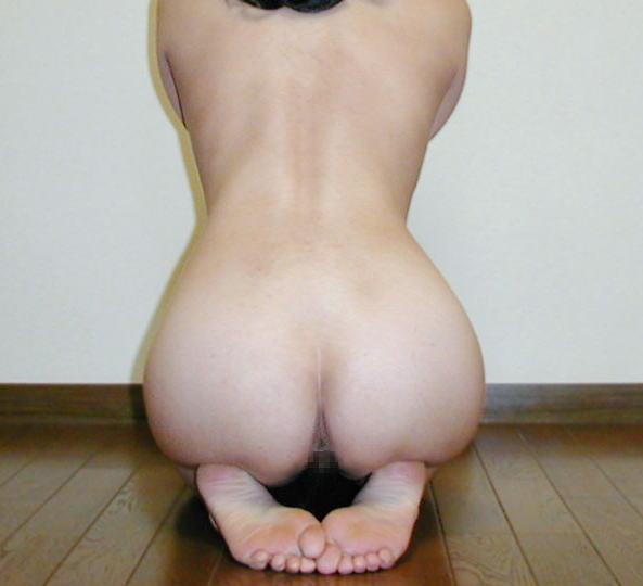 全裸で正座する女子の礼節エロ画像