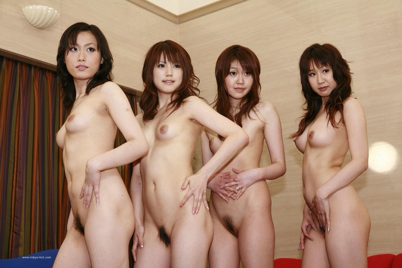 全裸直立女性